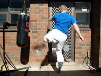 Jumping round kick, starting